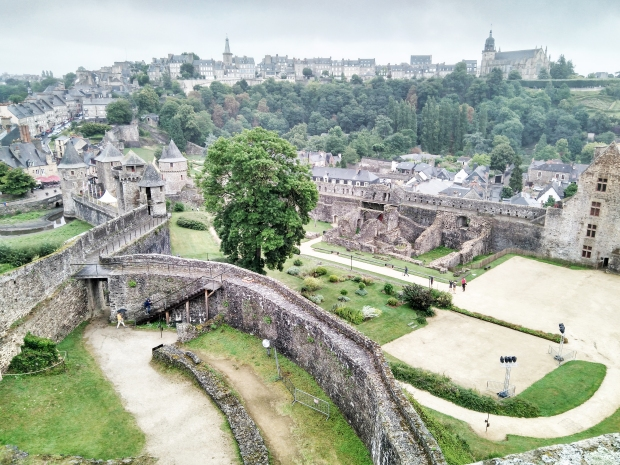 FOUGERES (1)