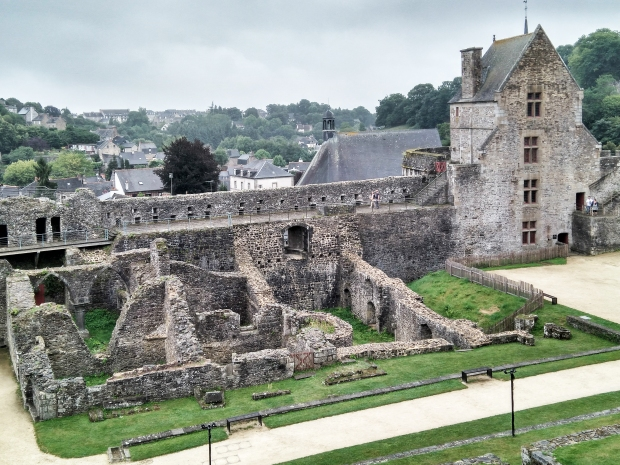 FOUGERES (5)